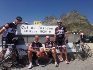 Luigi, Simon, Dennis, Jean Marc, du Joint Force Cycling Club, base force de l'OTAN à Naples