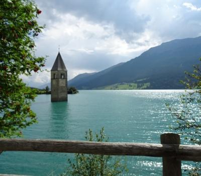 lac du passo Resia et clocher du village englouti