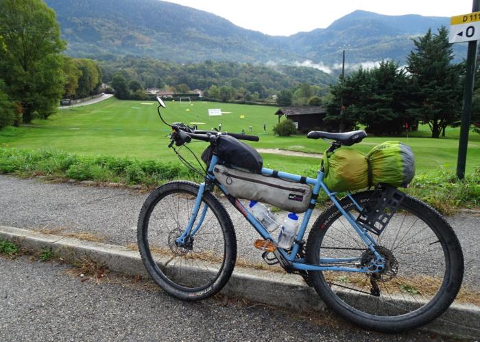 vélo de gravel marque EDELBIKE avec pneus de 40 mm