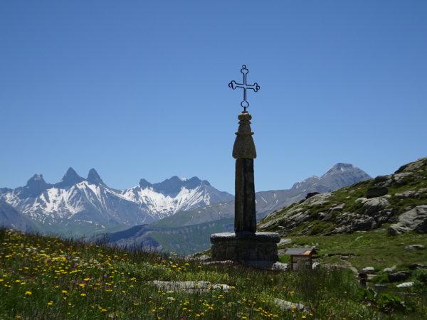 Les 22 cols routiers alpins français de plus de 2000